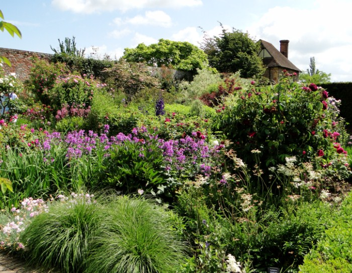 Jardines con arbustos finest canad jardines arbustos de for Arbustos de jardin