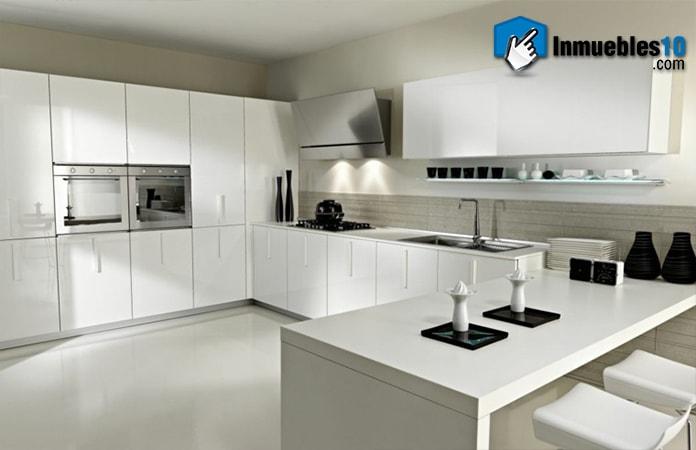 cocina-blanca-con-toques-negros-min